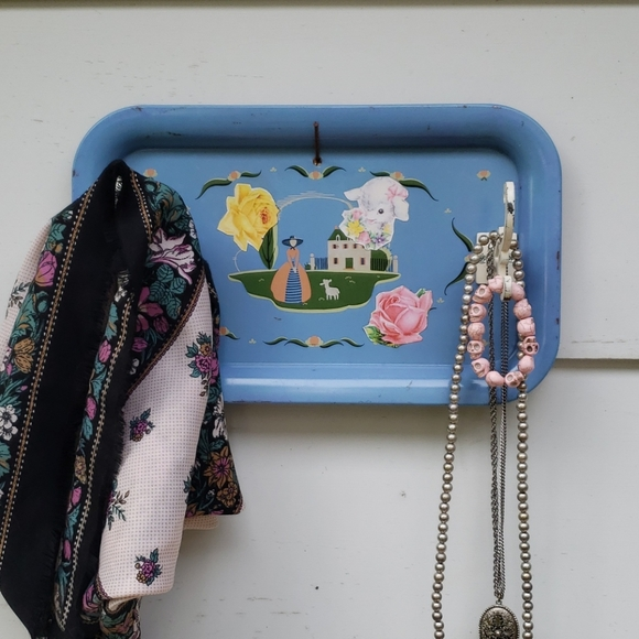 Vintage Magnetic Memo Board Wall Jewelry Organizer